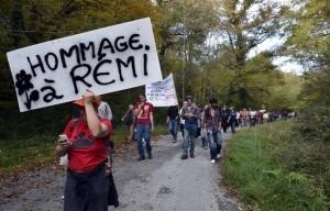 648x415_centaines-personnes-rendu-hommage-remi-fraisse-mort-an-site-barrage-sivens-25-octobre-2015